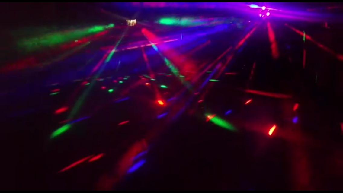Dj mit Musikanlage und Lichteffekte - Events | DJ TONY P