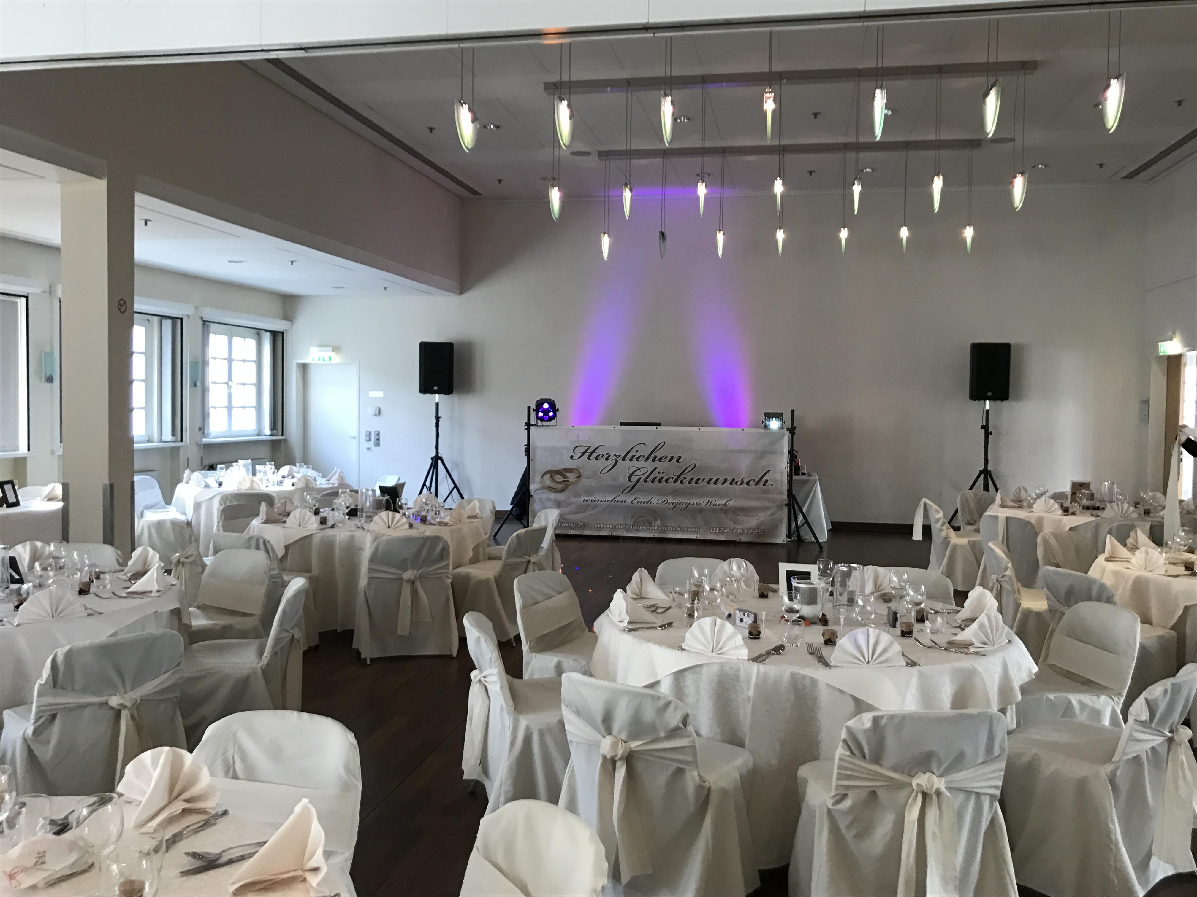 weiße Hochzeit mit Herz und Leidenschaft - Hochzeitsdj DJ TONY P