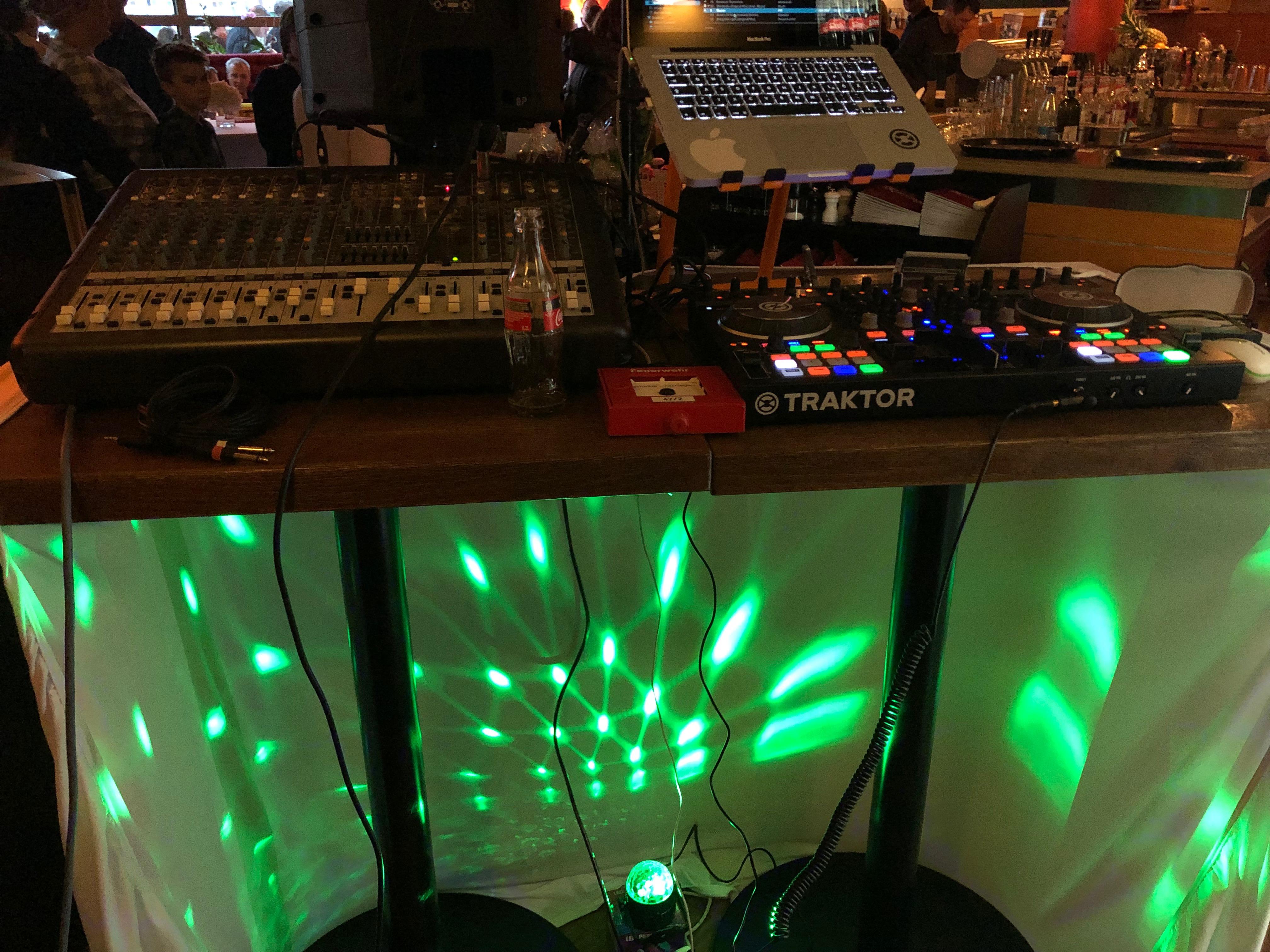Auch auf kleinstem Platz realisierbar - Event-DJ Tony P